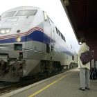 amtrak_riders_wait_toby_used_041712_ap02062502172.jpg
