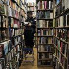 ap070221058780_books_2.jpg