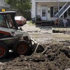 worker_clears_mud_in_barre_053111_toby_ap110531130257.jpg